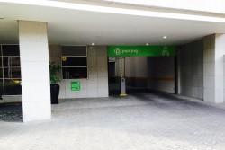 Entrada al Parqueadero del Edificio
